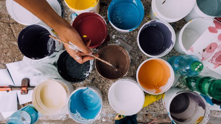 Different colour paints